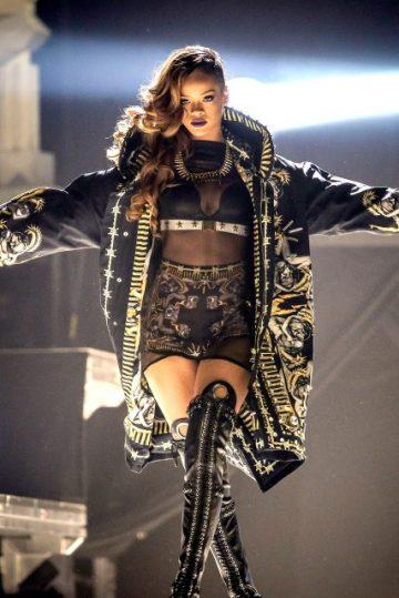 Rihanna-Diamonds-Tour-Mac-Beauty-garticle-7